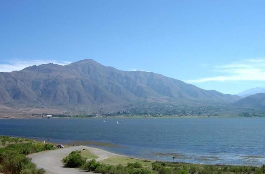 Lago La Angostura en la región de Tafí del Valle