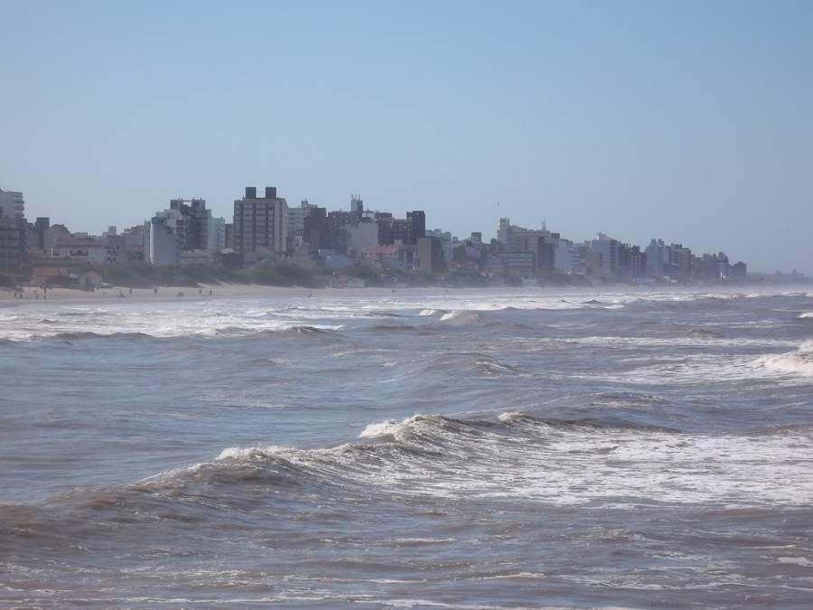 Vista de la localidad de San Bernardo del Tuyú desde el mar