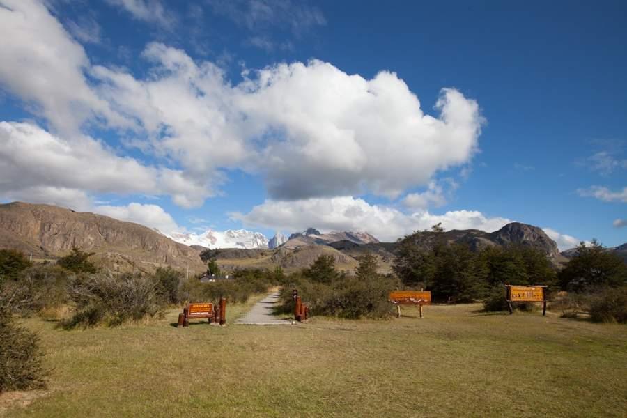 En El Chaltén encontrarás el inicio de senderos que llevan a las montañas