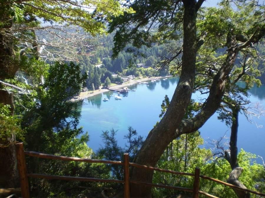 Villa La Angostura cuenta con lagos y bosques