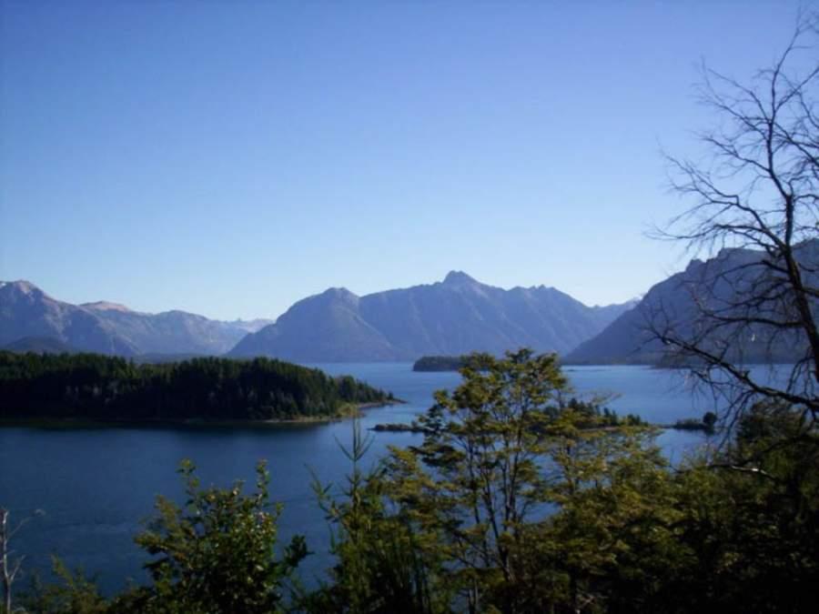 Parque Nacional Nahuel Huapi con lagos, bosques y montañas