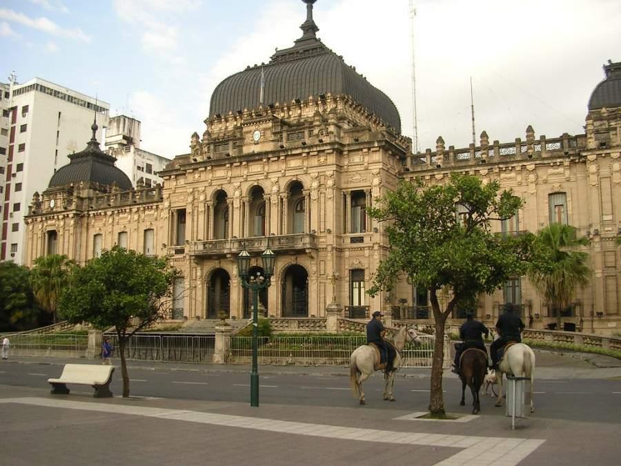 La Casa de Gobierno es uno de los sitios más visitados de la ciudad