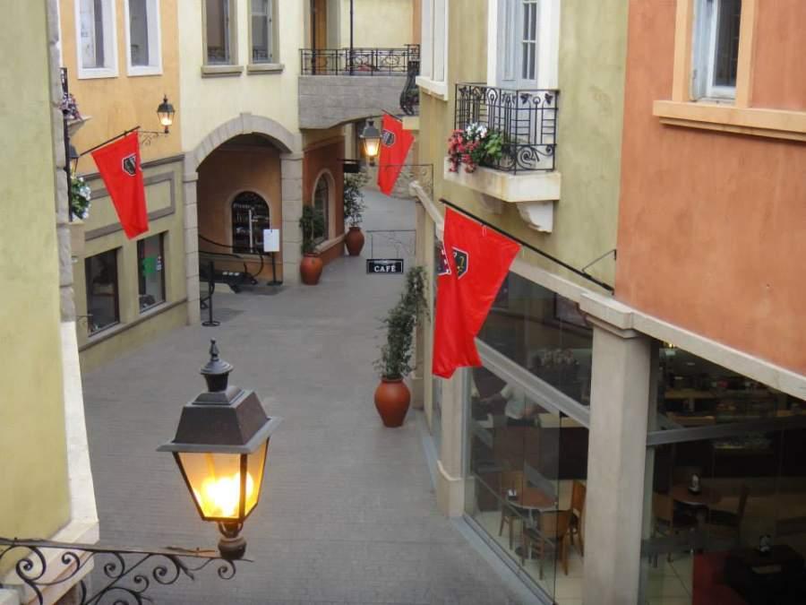 Al recorrer la Plaza Canning te sentirás en un pueblo italiano