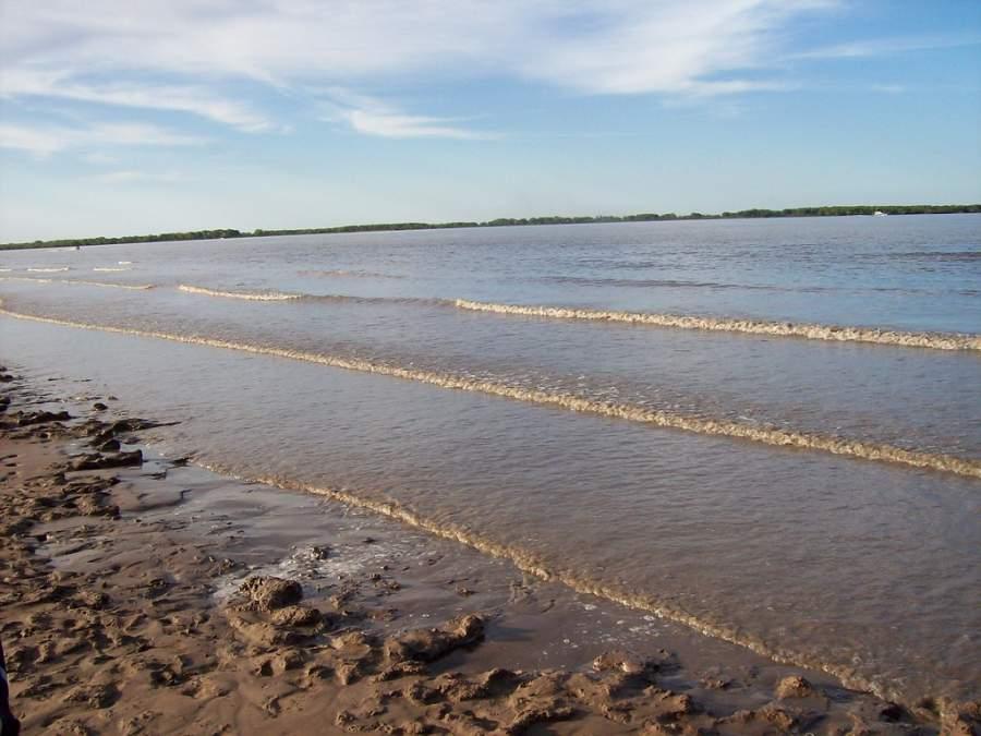Playa del río Paraná en Ramallo