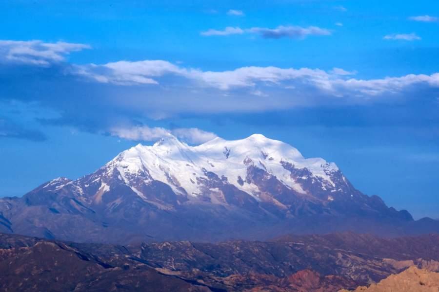 Vista del volcán Illimani desde La Paz