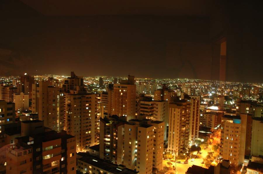 Vista nocturna de la ciudad de Goiânia