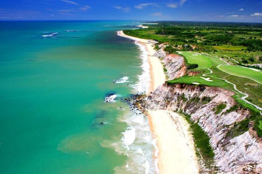 Arraial d'Ajuda posee 18 kilómetros de playa