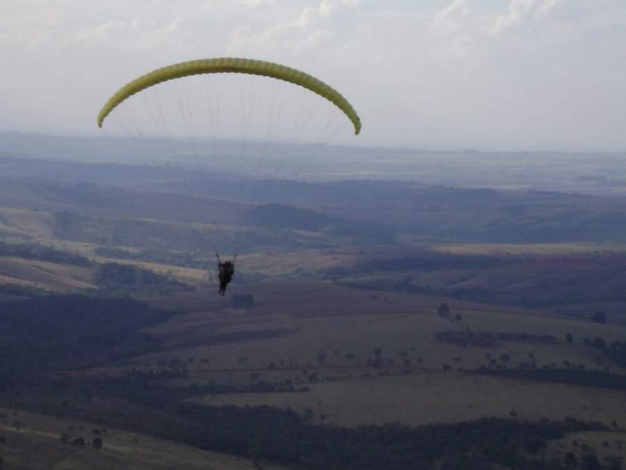 En Araxá se puede practicar paracaidismo