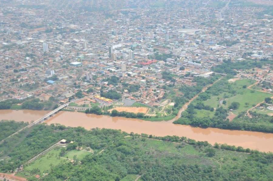 El río Vermelho bordea la ciudad de Rondonópolis