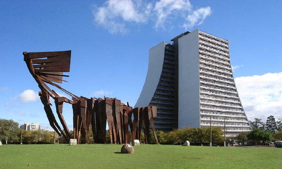 Centro Administrativo y monumento a los Açorianos