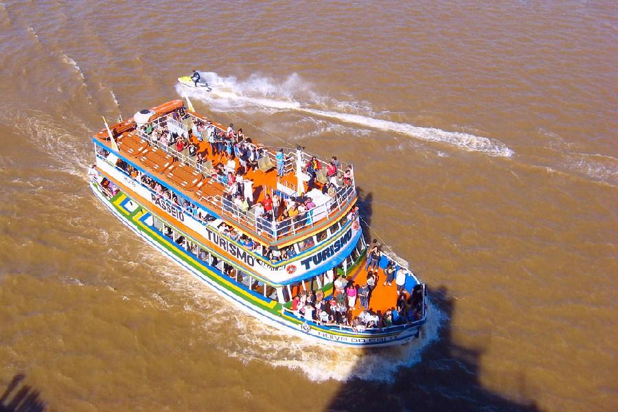 Paseos en barco en el río