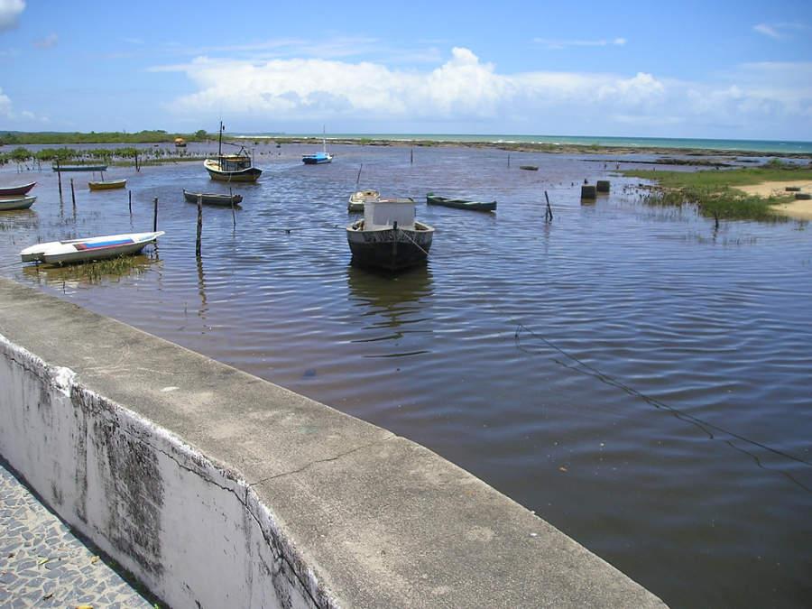 Santa Cruz Cabrália se localiza en la llamada Costa del Descubrimiento