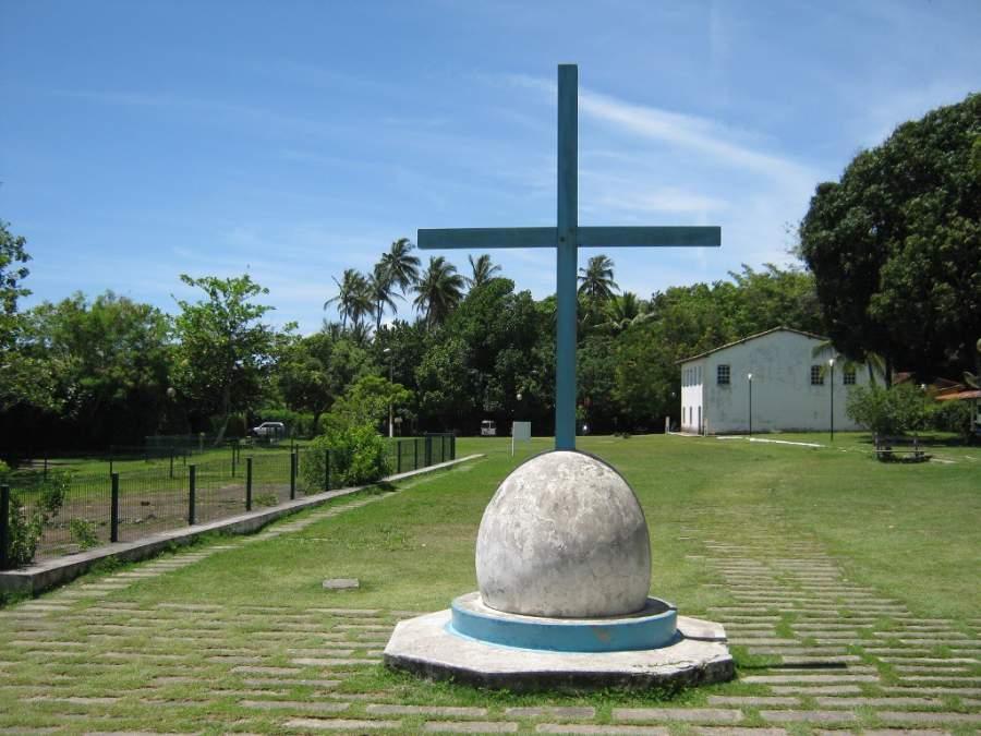 Toma la foto de una de las cruces que se ubican en Santa Cruz Cabrália