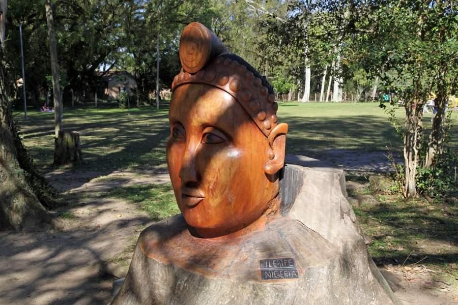 Escultura en el Parque de la Ciudad