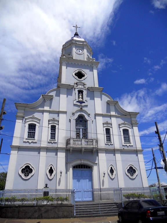 Visita una de las iglesias en São José dos Campos