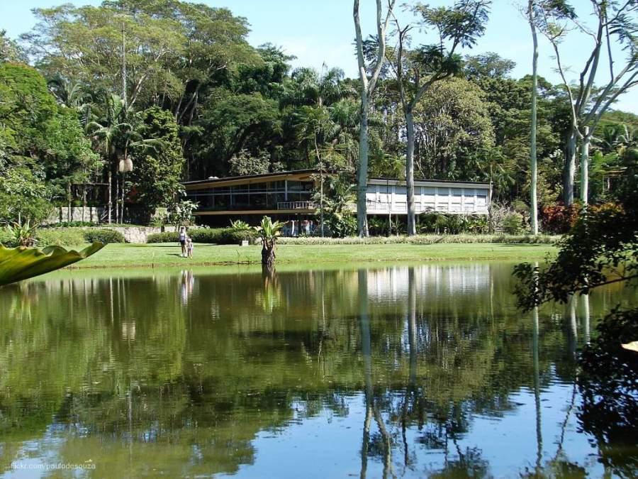 Camina por el Parque de la Ciudad en São José dos Campos