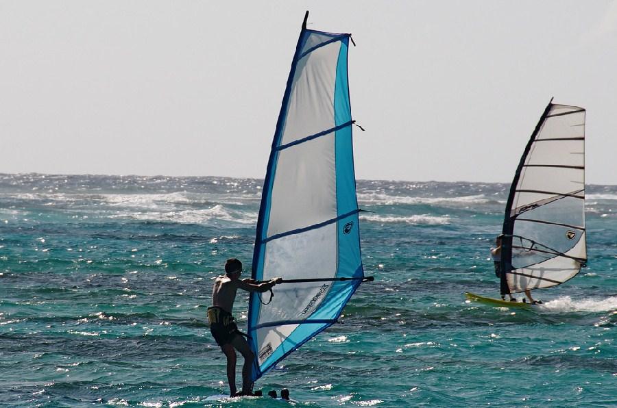 Practicando windsurf en Punta Cana