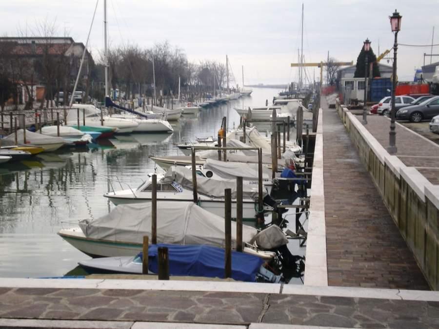 Puerto de Campalto con la ciudad de Venecia al fondo
