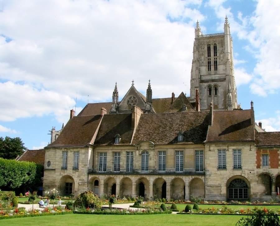 Conoce el jardín de Bossuet y el palacio episcopal en Meaux