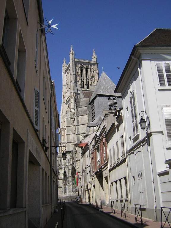 Calle típica en la ciudad de Meaux