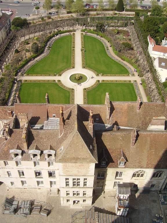 Vista aérea del palacio episcopal en Meaux