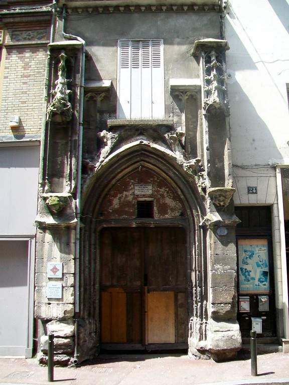 Fachada de la iglesia de San Cristóbal en Meaux