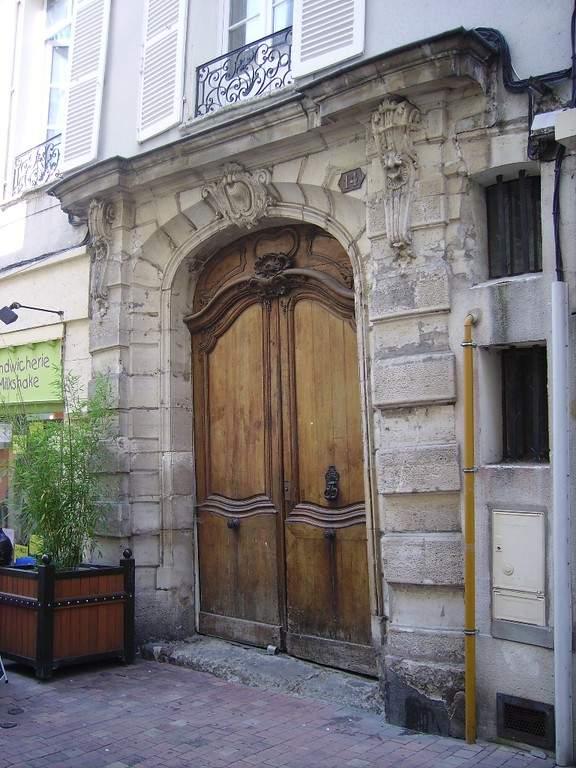 Puerta monumental en Meaux, del siglo XVIII