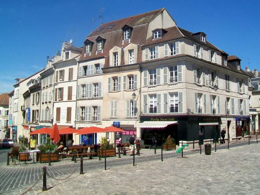 Recorre las calles de la ciudad de Meaux
