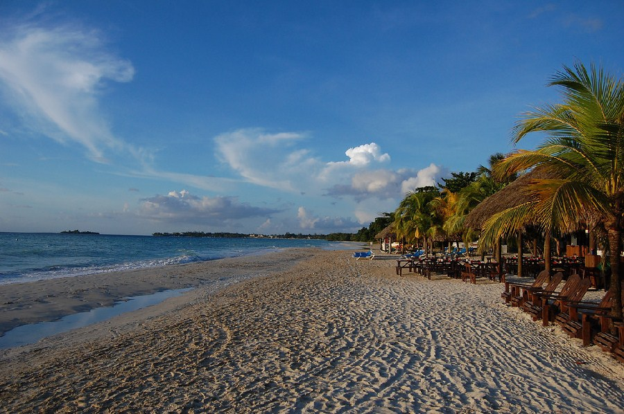 Amplia playa de Negril