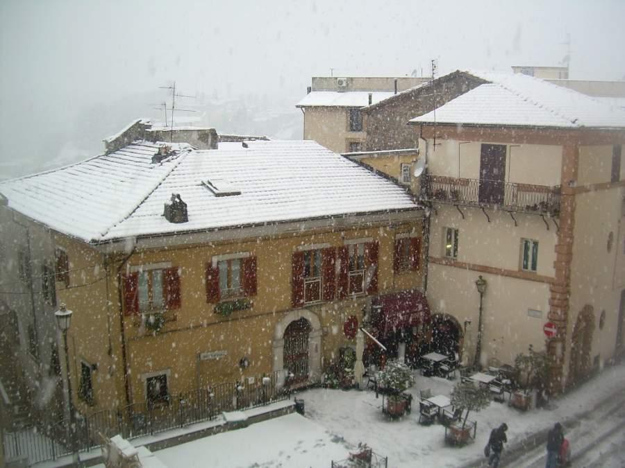 Ciudad de Valmontone durante una nevada