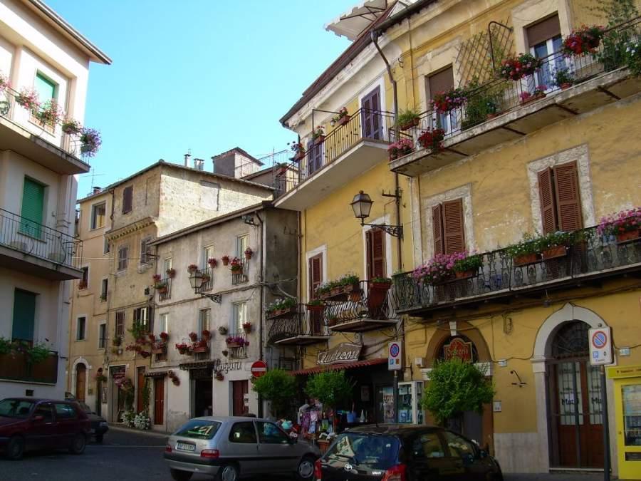 Una calle en el centro histórico de Valmontone