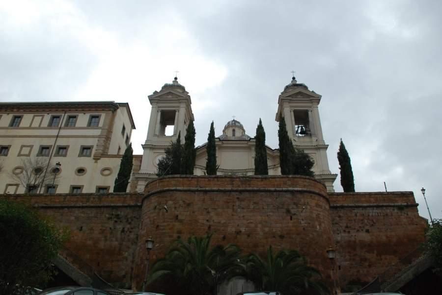 Vista trasera de la Iglesia Colegial de Santa María de la Asunción