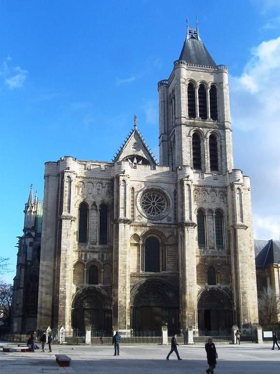 La Basílica Catedral de Saint-Denis es uno de los edificios góticos más bellos