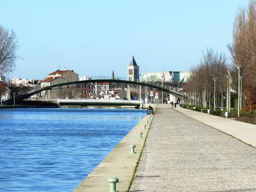Puente y paseo en el canal de Saint-Denis