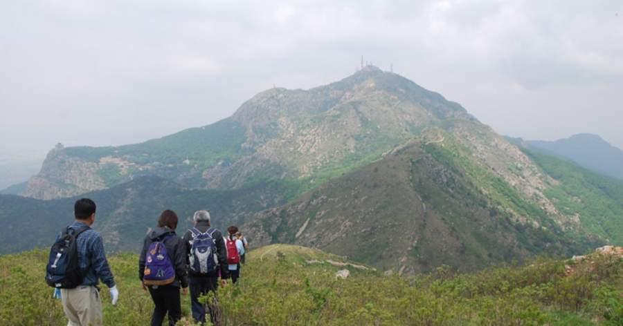 Realiza un tour de caminata a la montaña Dahei en Dalian