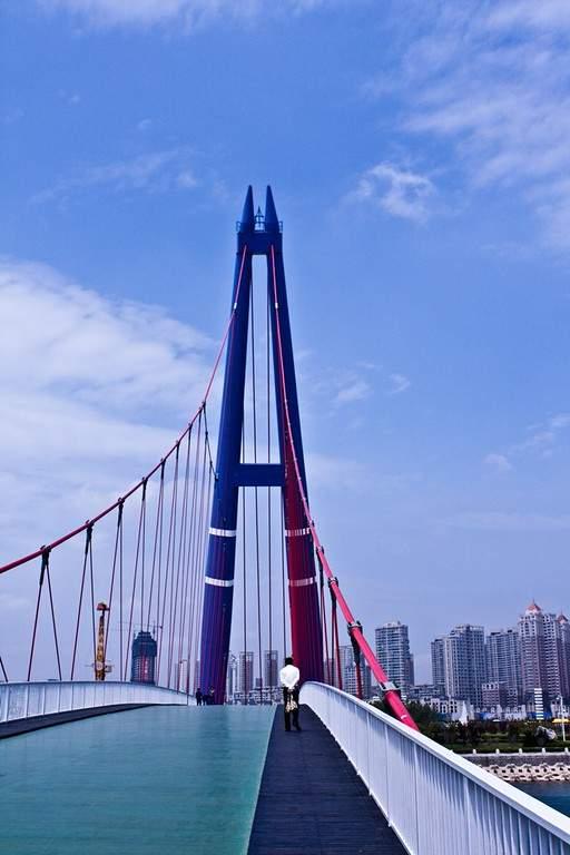 Puente Xiaoyue en la ciudad de Dalian, China