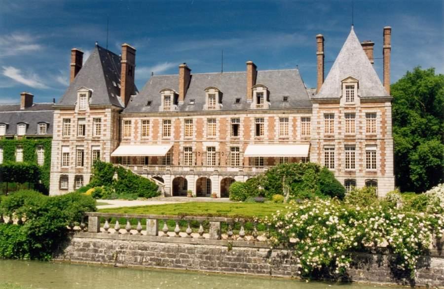 El Château de Courances es un importante atractivo turístico en la región