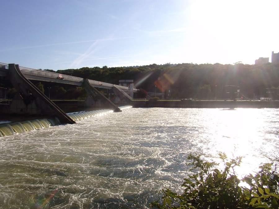 Río Sena en las orillas de Évry