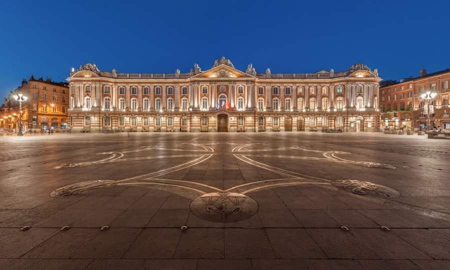 Vista nocturna de la plaza del Capitolio