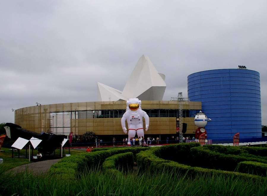 Vista exterior del complejo La Ciudad del Espacio en Toulouse