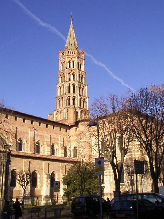 La Basílica de San Saturnino destaca por su torre de forma octagonal