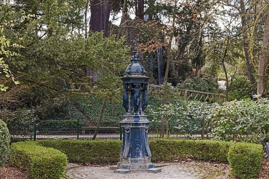 Fuente Wallace en el Jardín de Plantas de Toulouse