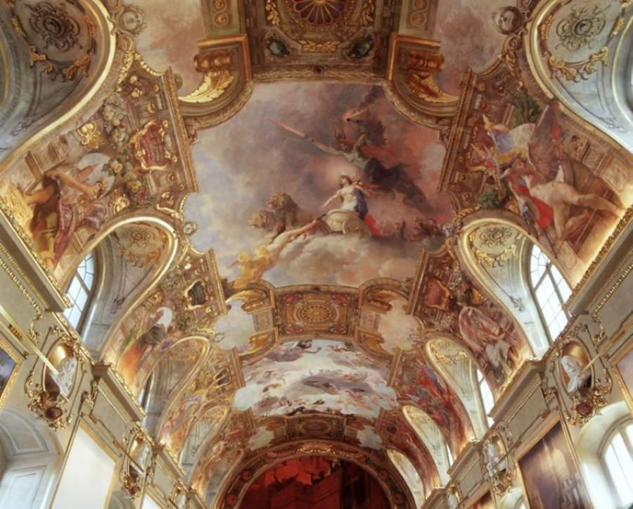 Fresco en el techo de la Sala de los Ilustres en Toulouse