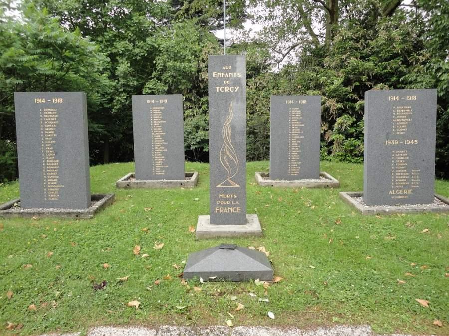 Monumento memorial dedicado a las víctimas de guerra en Torcy