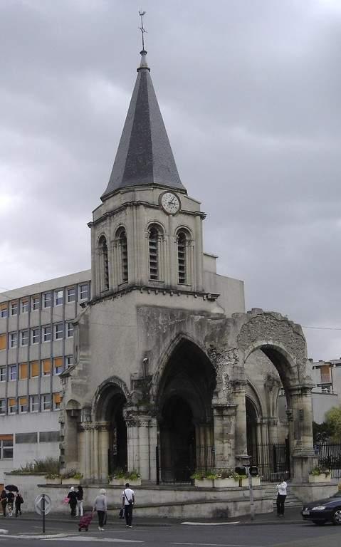 Campanario y vestigios de la antigua iglesia en Colombes