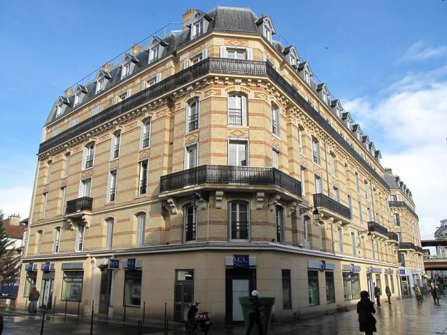 Edificio en la esquina de las calles Saint-Hilaire y Saint-Denis en Colombes