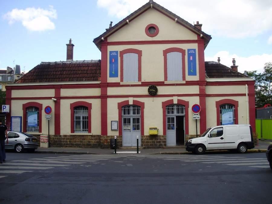 Fachada de la estación de Vallées en Colombes