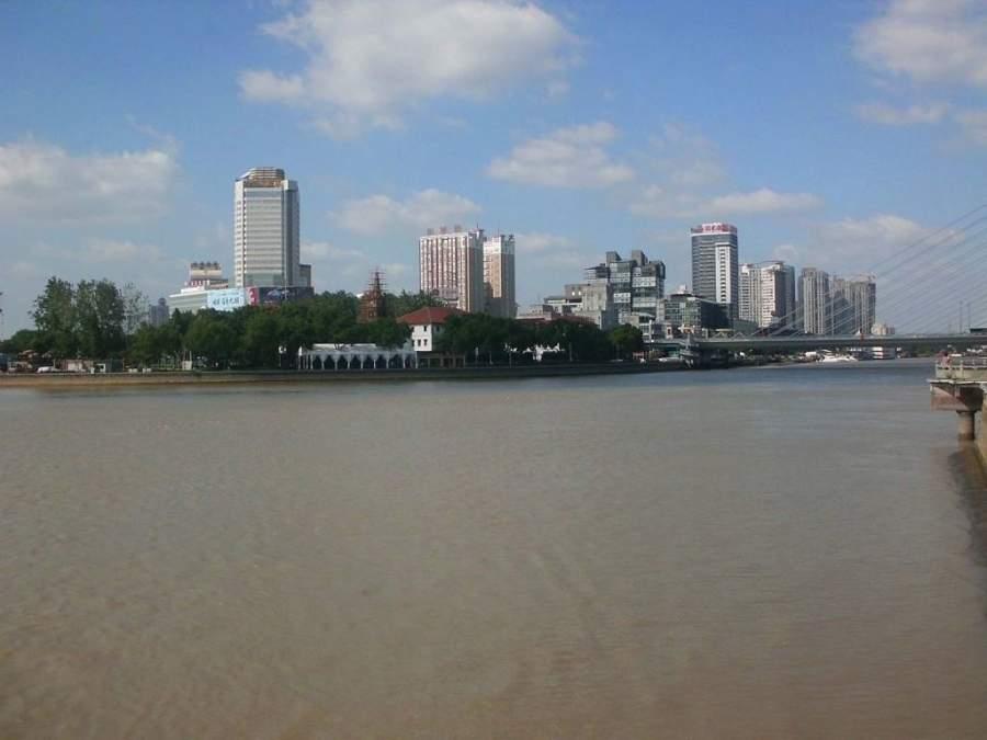 Ningbo se localiza al sur de la bahía de Hangzhou