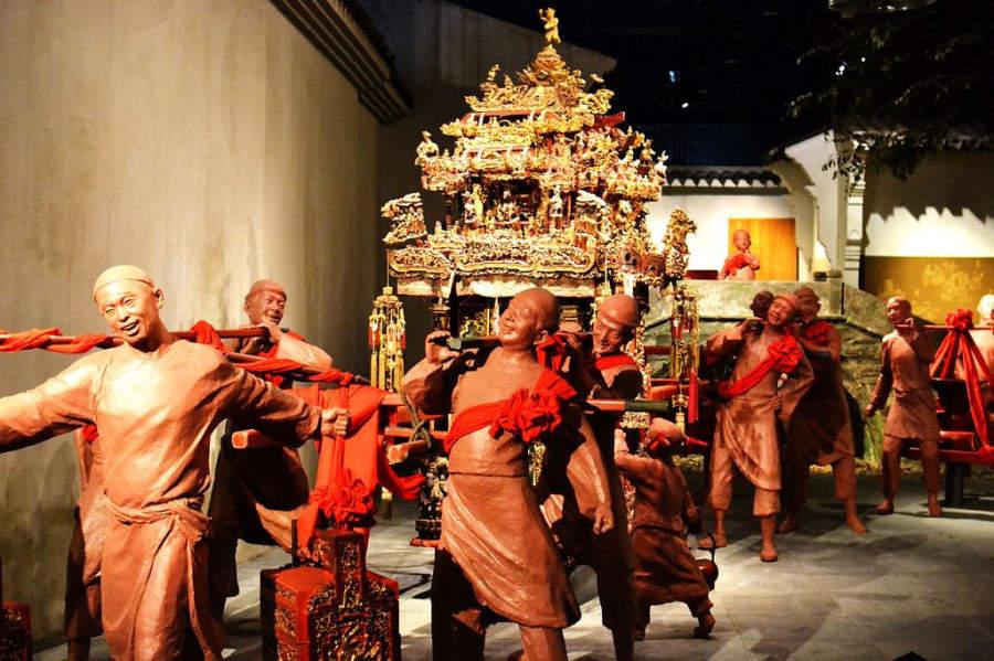 Estatuas en el interior del Museo de Ningbo