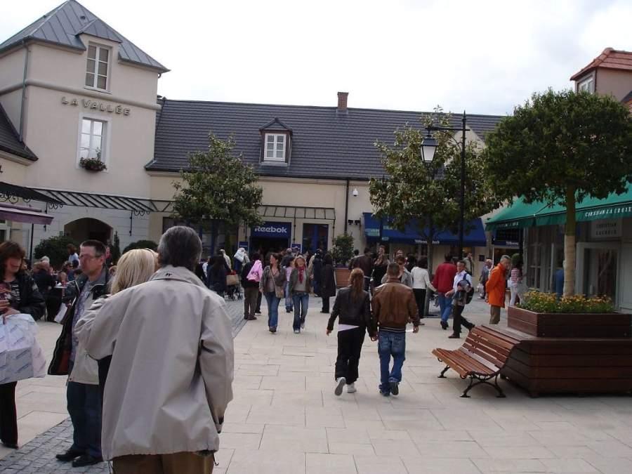 Ve de compras a La Vallée® Outlet Shopping Village en Marne-la-Vallée